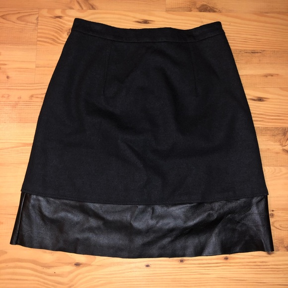 Sinclaire 10 Dresses & Skirts - Black Miniskirt with Leather Detail
